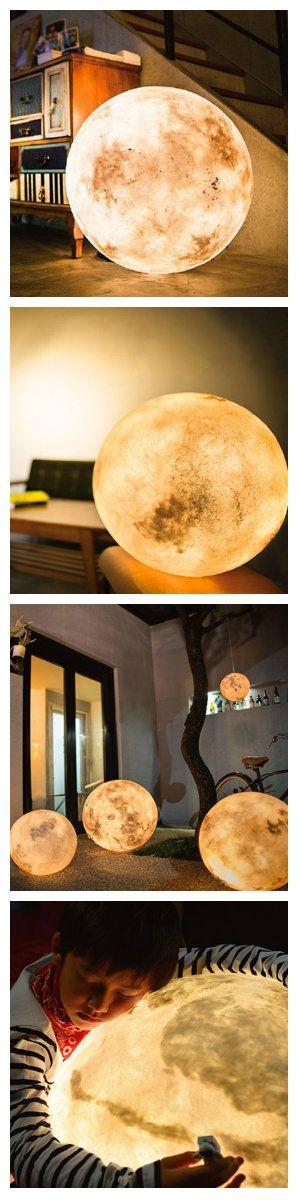 Это не оптическая иллюзия, это всего лишь светодиодная луна. Лампа предназначена для использования в качестве декора, игрушки, или для создания подсветки в темное время суток. Выглядит она точно так, как настоящая луна. #лампа #светодиоднаялампа #светодиоднаялуна #светильник #светодиодныйсветильник #освещение #светодиодноеосвещение #освещениедетской #ночник #декор #подсветка #светодиоднаяподсветка #светодиоды #декоративнаяподсветка