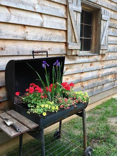 Have an old grill? Now here's something to do with it! Plant some flowers in it :)