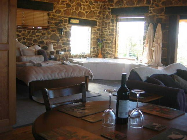 Everview Retreat, a Cowra Luxury Stone Cottages   Stayz