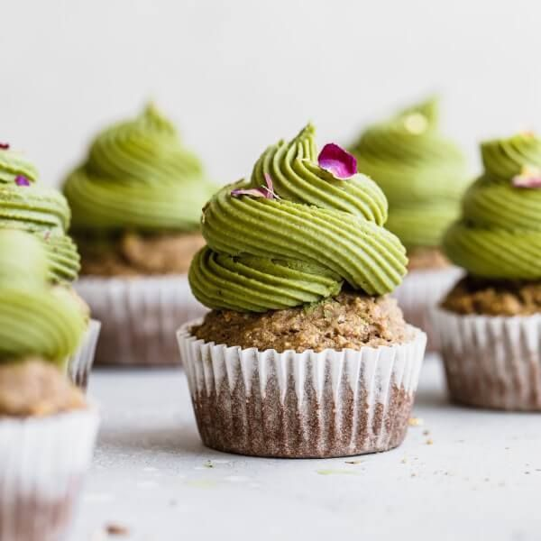 Vanilla Matcha Cupcakes In 2020 Almond Pulp Recipes Pulp Recipe