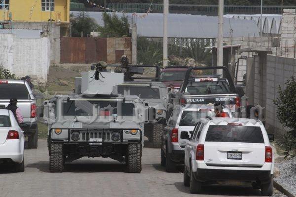 <p>Puebla.- Cinco civiles muertos es el saldo del enfrentamiento entre elementos de la Marina Armada de México contra quienes presuntamente fueron escoltas