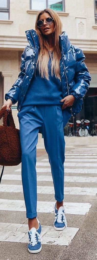 #spring #outfits blue patent leather zip-up bubble jacket. Pic by @adrianagolima