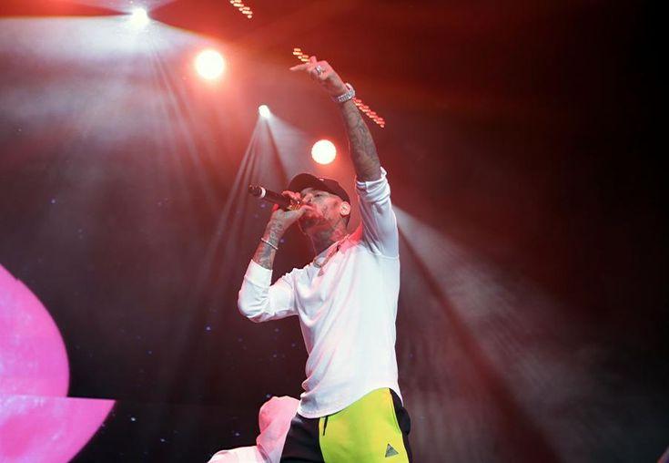 121717 winterfest_22.JPG (902×623) - Chris Brown performs at the V103 third anniversary Winterfest concert at Philips Arena on Saturday, December 16, 2017. (Akili-Casundria Ramsess/Eye of Ramsess Media)