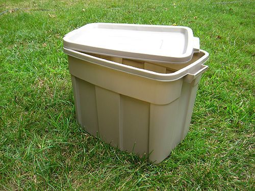 homemade compost bin (complete with wormie friends!)