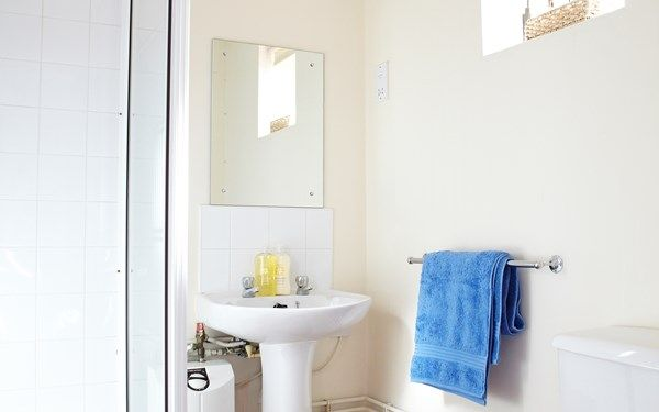 This is the sort of bathroom you would expect if you were to share accommodation with your friends.