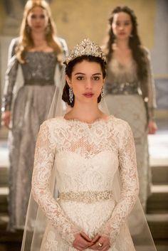 """O vestido de noiva de Mary na série """"Reign"""""""