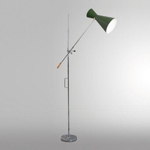 Art. 7007 Tribute to Europa Design Lampada da terra con base e asta in acciaio cromato. Braccio orientabile e regolabile in altezza con parabola in alluminio laccato. Doppia sorgente luminosa.