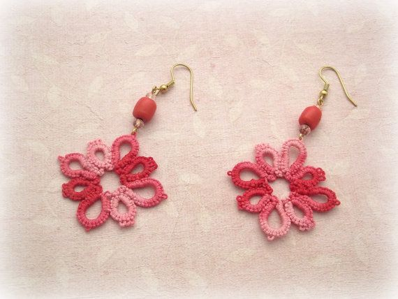 Tatted earrings Daisy Mixed pink Version di TheItalianCraftShop