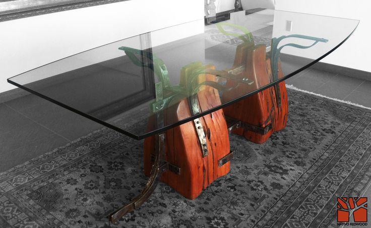 Nativo Redwood. Mesa de comedor con base de maderos de una pieza de roble rústico con forma de lomo de caballo con flejes de fierro forjado como correas de cuero, con cubierta de cristal con forma de almendra de 1.00-1.20x2.40x19 mm espesor. www.facebook.com/nativoredwoodsa