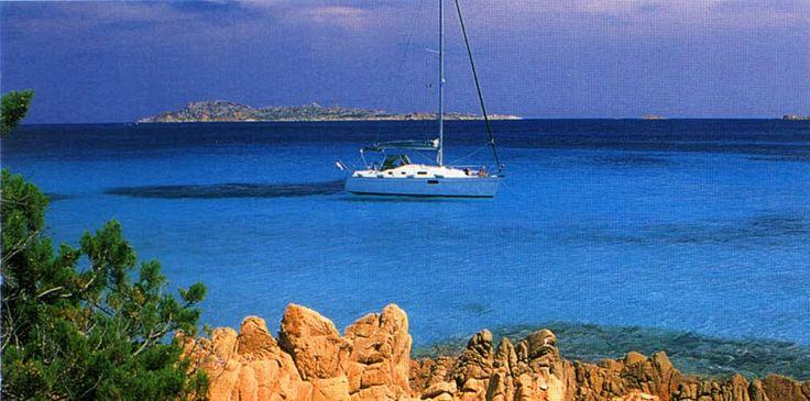 Stanco delle solite vacanze in città turistiche? Allora salpa a bordo delle nostre imbarcazioni e vivi l'esperienza più autentica della vita!  Puoi scegliere tra diversi tipi di barche e noleggiare quella che fa al caso tuo! Non aspettare l'estate per prenotare le tue vacanze, contattaci adesso e ti prepareremo uno stupendo soggiorno a bordo delle più belle sailing boat! Info: http://www.cscharter.it