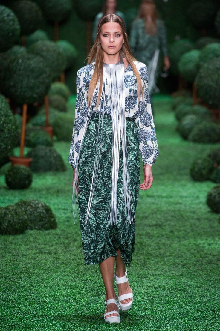 #alenaakhmadullina #russiandesigner #russianfashion #runway #summer #summer2015 #ss15 #spring15 #spring2015 #аленаахмадуллина  www.alenaakhmadullina.ru