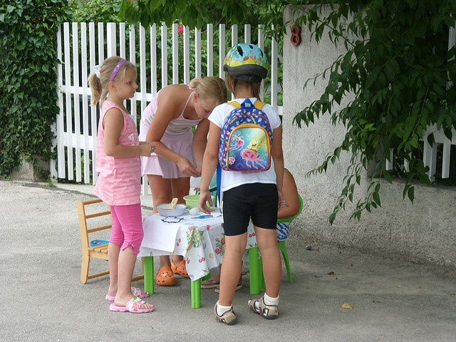 Girls in Balatonfűzfő were selling almonds to people passing by: one piece of almond for 1 HUF (about 0,0037 EUR) we bought 20 pieces, and paid 20 HUF (0,074 EUR). I told them they sold almonds way to cheep     Kedvenc helyeim szintén: