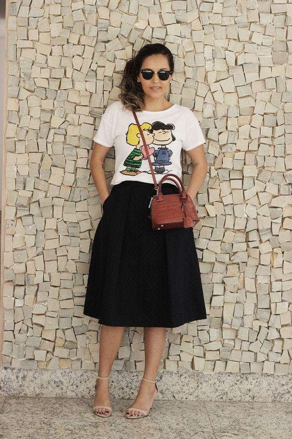 Look da Camis   Camila Gomes: Blusa Riachuelo, Saia Zara, Óculos Ray Ban, bolsa…