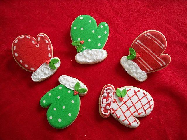 Cute Christmas mitten cookies.