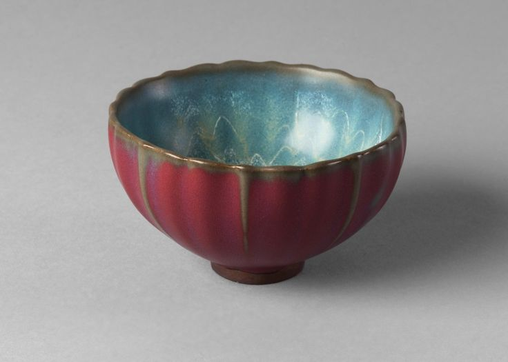 A Chinese Junyao style bowl, 20th century, with fluted sides, mauve glaze to exterior and lavendar glaze to interior.