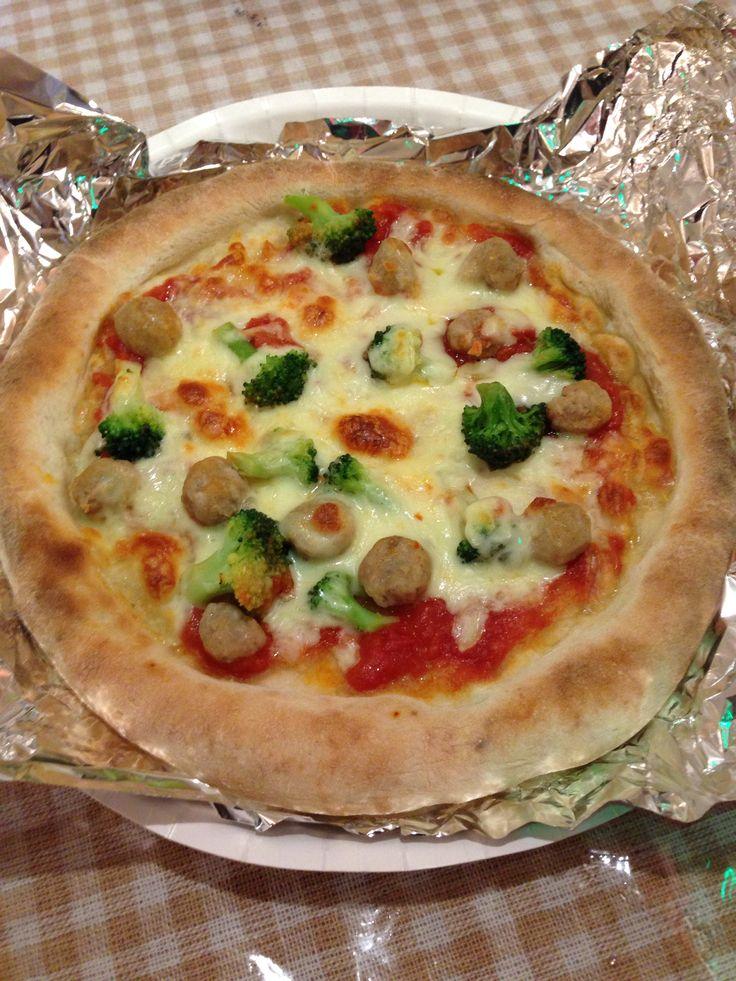 おうちdeラ-ベットラ イオンが独占販売! 行列ができるイタリア料理店の本格冷凍食品 ナポリ風ピッツァ モッツァレラにソーセージとブロッコリーをトッピング。手作りで仕上げた本格ナポリ風のピッツア。 落合務シェフ SPECIAL.I.O.WEEK,S1 /EON