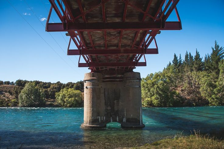 The red bridge across the Clutha River is a great place to stop for photos (clearly).