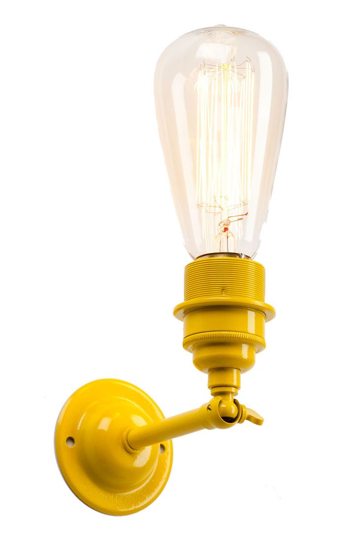 Modelled on iconic industrial lighting the vintage profile of this