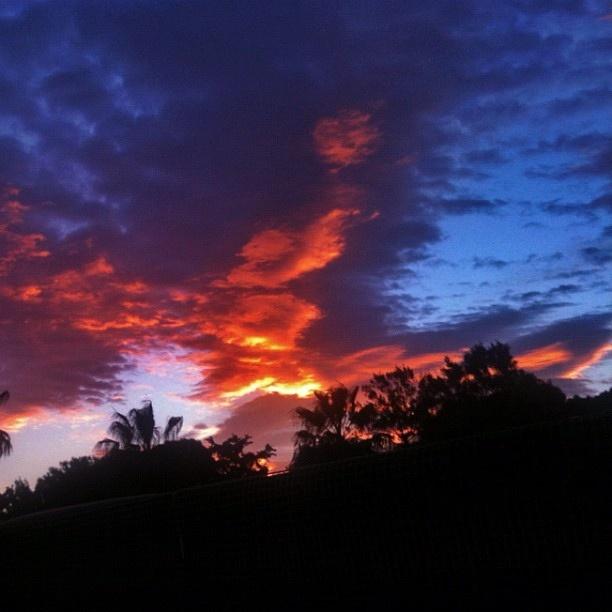 Thursday morning sky by tsivas, via Flickr