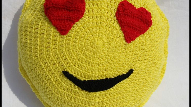 Cojin de emoji enamorado