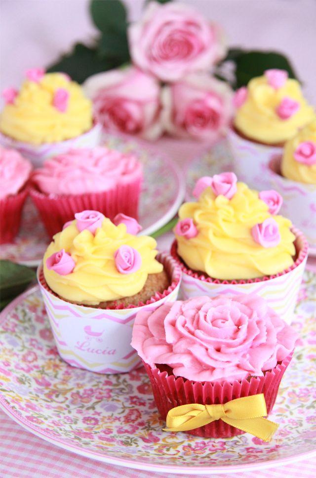 Cupcakes rosas y amarillos. Cupcakes elaborados con la boquilla 104 formadora de rosas.