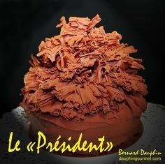 Gâteau mythique, spécialité de la maison Bernachon à Lyon, il fût créé en 1975 à l'occasion du dîner donné en l'honneur de la remise de la légion d'honneur à Paul Bocuse. Trois couches de génoise punchées au Cherry reçoivent une ganache au gianduja et...