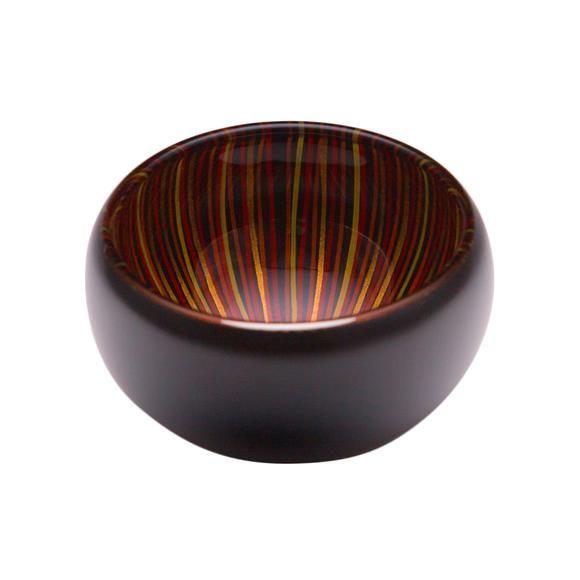 """手仕事による幾重の線が外側では触覚に訴え内側には色とりどりに覗く、花の蕾を連想させる器シリーズです。  Design: 綾 利洋(o-lab)  品名:漆塗りガラス器 素地の種類:ガラス 表面塗装の種類:漆焼付塗装 """"百色""""製品は一点一点手作業で製作しています。また漆の特性上、商品の柄、色にばらつきがあります。あらかじめご了承ください。  使用上の注意 ・製品本来の用途、使用目的に添って正しくお使いください。 ・割れ、欠け、ひびがある場合は使用を中止してください。 ・変色や劣化の恐れがあるので直射日光は避けて保管してください。 ・たわしや磨き粉で洗わないでください。 ・過度な衝撃を加えないでください。 ・ 電子レンジ、直火、湯煎での使用を避けてください。"""