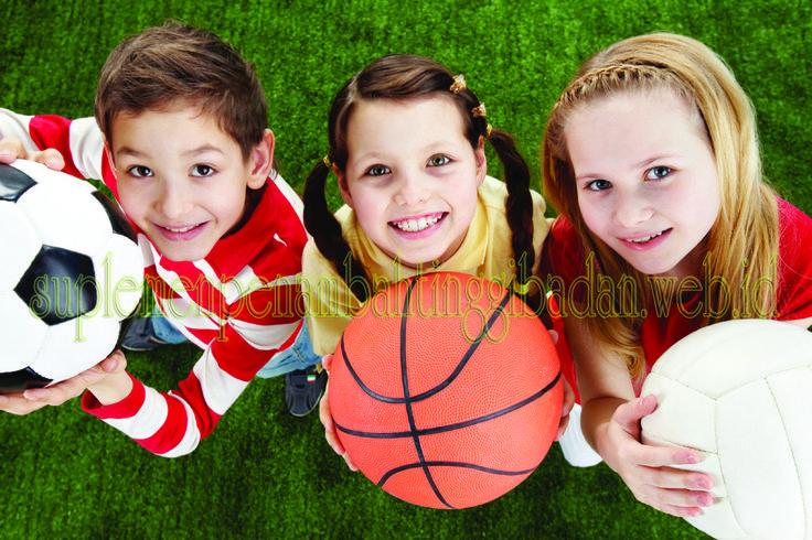 Semua ahli sepakat bawha, tinggi badan anak sangat dipengaruhi oleh dua faktor yaitu faktor genetik dan faktor nutrisi yang masuk kedalam tubuh anak itu sendiri. Nutrisi merupakan salah satu pendorong pertumbuhan anak yang sangat penting, terlebih ketika anak dalam sudah memasuki usia remaja atau dalam masa pertumbuhan. Lalu nutrisi apa saja yang dibutuhkan untuk menunjang pertubumbuhan Anak tersebut?