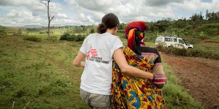 El año pasado, más de 35,000 personas ayudaron a MSF a proporcionar atención médico humanitaria de emergencia a personas afectadas por crisis. En honor a su trabajo y en reconocimiento de las crisis que atienden, les compartimos este texto sobre las crisis más importantes que afectan a nuestros pacientes en 69 países.