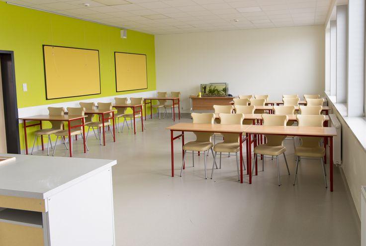 Gimnazjum w Dopiewie, sala lekcyjna wykładzina kauczukowa Artigo Grain