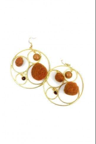 Σκουλαρίκια κρίκοι με χνουδωτές μπάλες - Χρυσό Καφέ