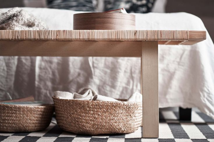 Ikea Stockholm 2017 – det är inte svårt att älskaårets elegant trendiga kollektion med inspiration från den skandinaviska naturenmed ljust trä, svala vatten och brinnande solnedgångar.