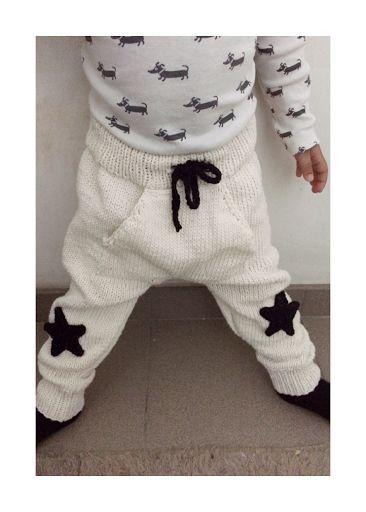 OHJE Puikot: nro.3 ja 3,5 (housuihin käytetty nro.4 puikoille tarkoitettua lankaa.) Koko: n.2 vuotias Lahje Neulotaan tasona...