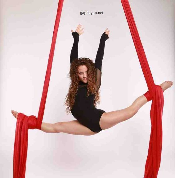 Sofie Dossi Does Insane Contortionist Act To Impress Judges On America's Got Talent: