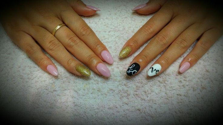 Roxy's nails festive love