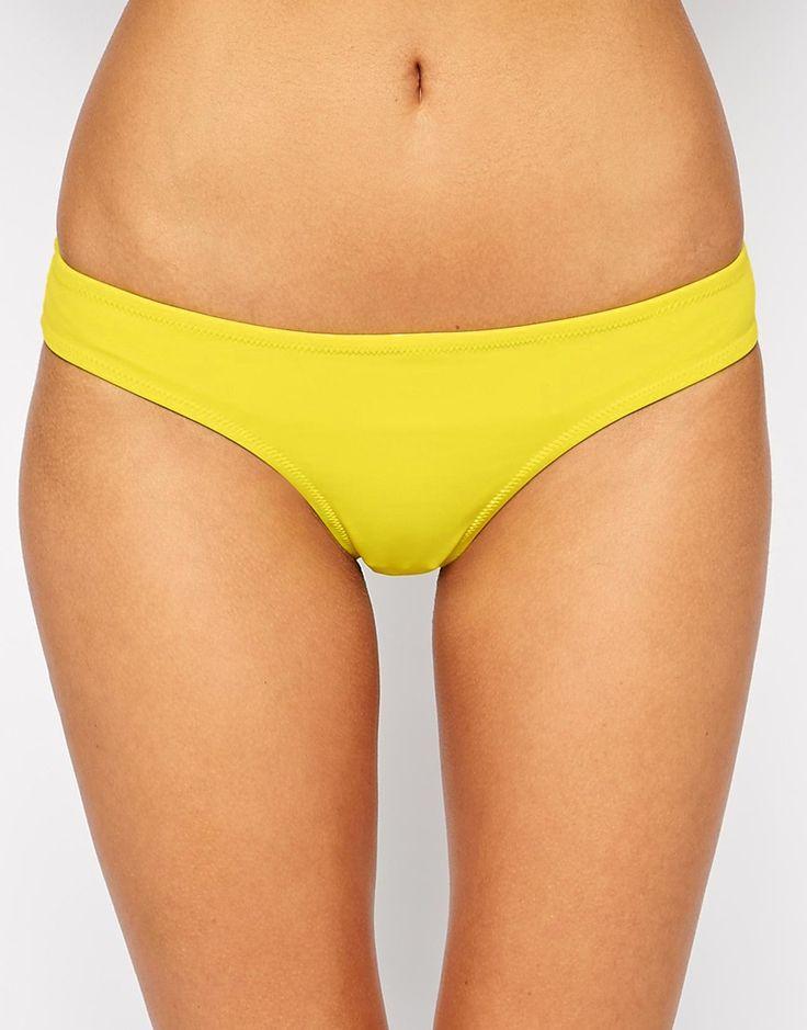 Bas de bikini par Phax Article fabriqué dans un tissu de bain stretch Taille basse Coupe flatteuse à l'arrière Lavage à la main 84% nylon, 16% élasthanne