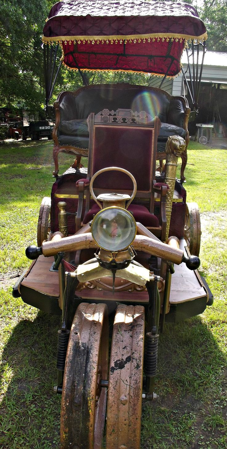 Front view of the Victorian Chariot by Randy and Heidi Icenogle