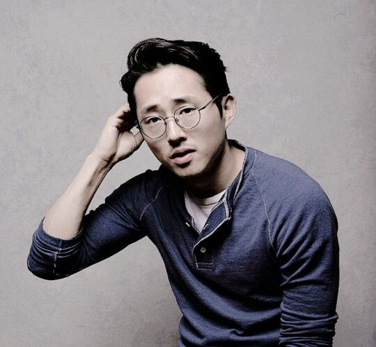 Admit it. Steven with glasses is hot <3
