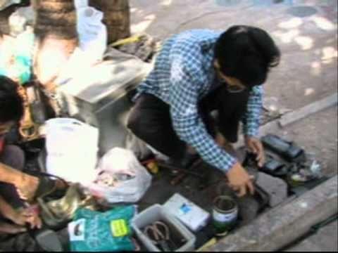 Thailandia Antichi mestieri ciabattino su strada