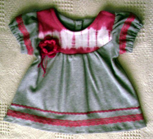 Vestidito de niña con apliques de teñido artesanal shibori, del año 2010