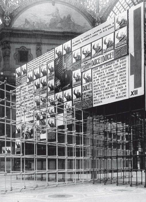 L'installazione per il plebiscito del 1934 nella Galleria Vittorio Emanuele II di Milano (con Marcello Nizzoli)