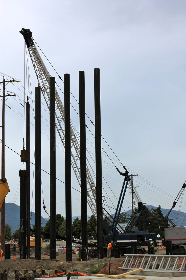 Pile driving. the steel pipe piles for the Lakeshore Bridge.