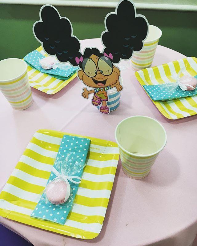 Mesinha para as crianças!  #festameuamigaozao #festaamigaozao #decoracaoinfantil #decor #meuamigaozao #atelierdamamaefesteira
