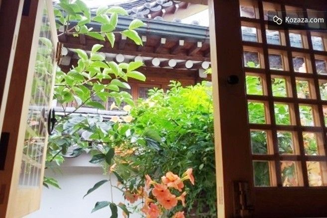You can relax and feel at home while staying at Charm House. Enjoy the therapeutic feeling of Bukchon Hanok Village.