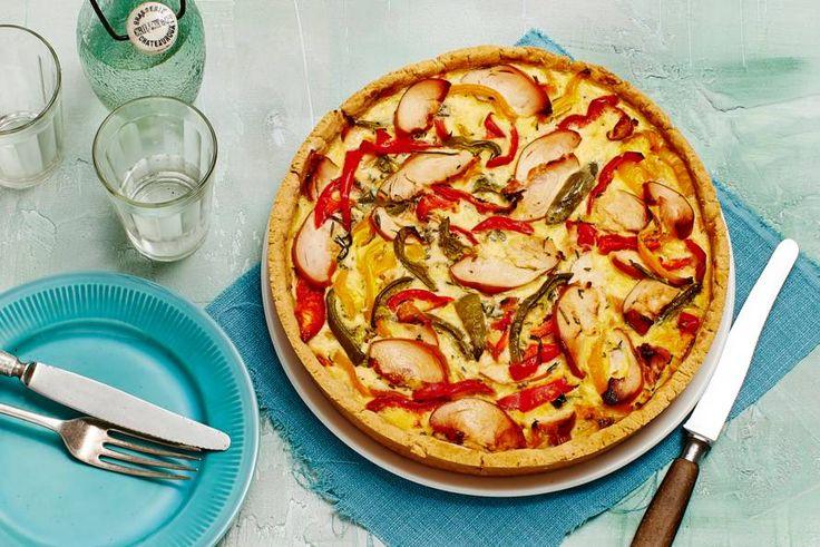 25 november - Paprikamix in de bonus - De Parmezaanse kaas maakt deze quichebodem extra lekker - Recept - Hartige taart met kip en paprika op parmezaanbodem - Allerhande