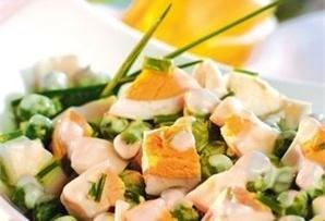 Sałatka z zielonego groszku / Green Pea Salad idealnie wpisuje się w wielkanocne barwy i smaki. Proste, a jednocześnie apetyczne.