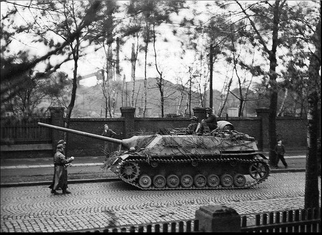 German tank destroyer Jagdpanzer IV / 70 (V) from the 116t… | Flickr