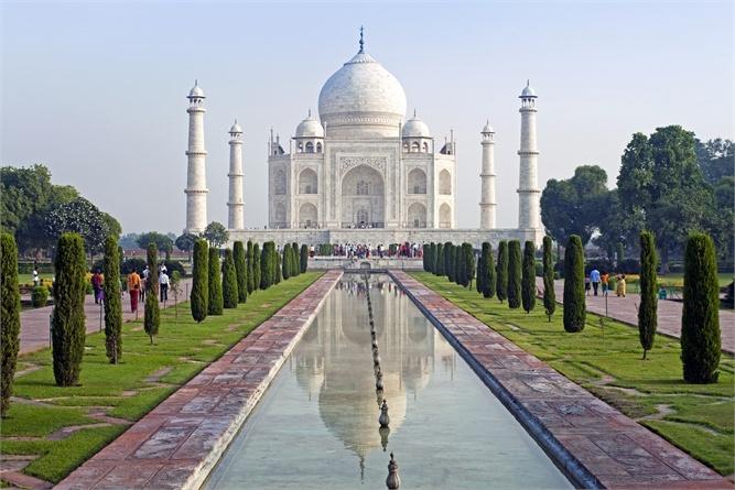 Un giro del mondo che dura due anni, vi porta a visitare più di 900 siti Patrimonio dell'Umanità attraversando 157 paesi diversi. Una follia? No, a parte il costo: oltre 1 milione di euro a coppia