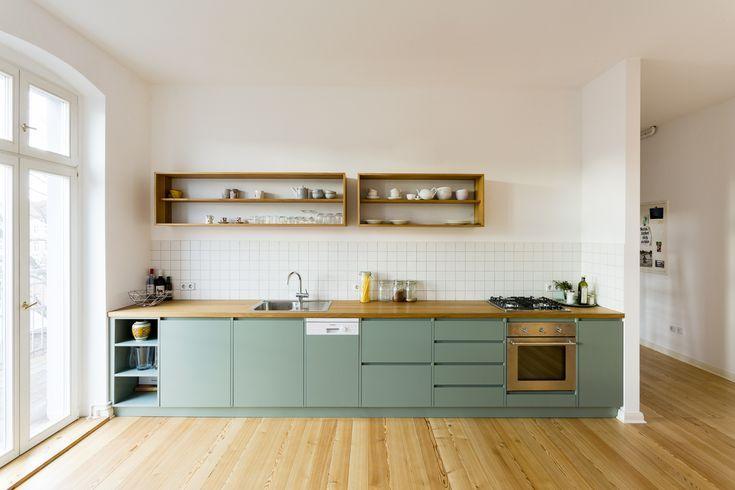 Des meubles de cuisine vert d'eau pour une nua…