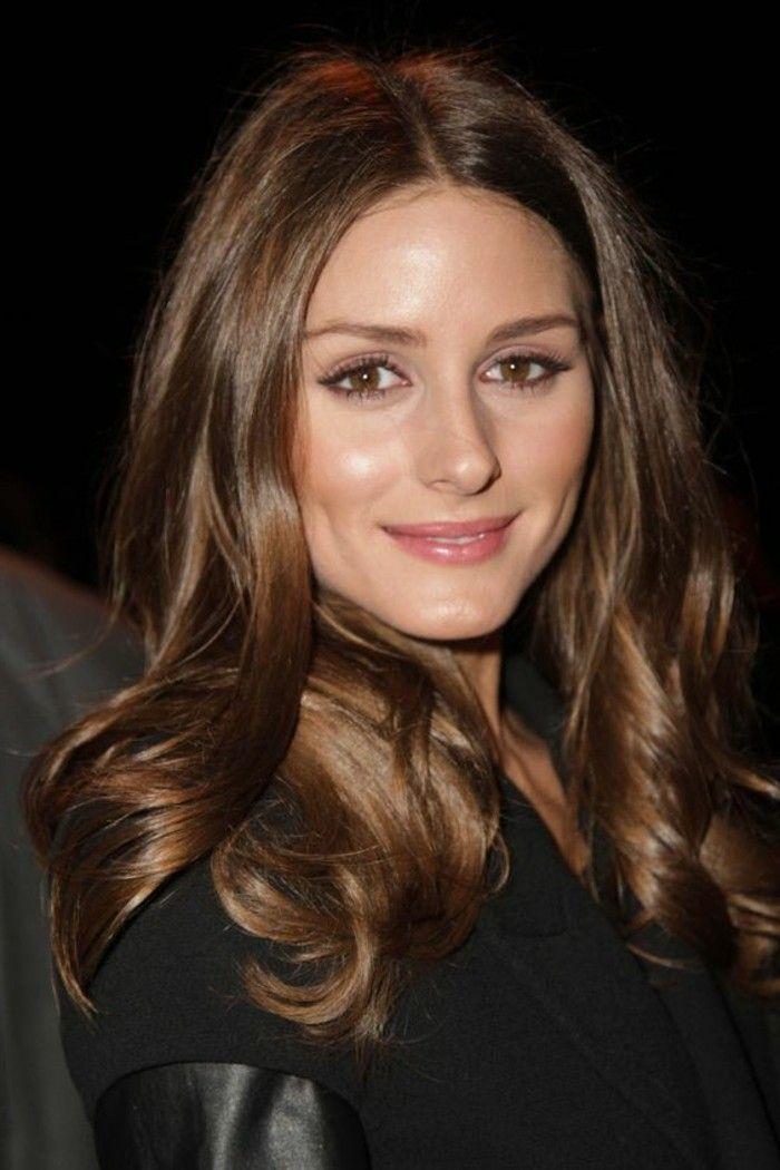 couleur de cheveux marron glacé, cheveux longs bouclés. les tendances chez la coloration de cheveux